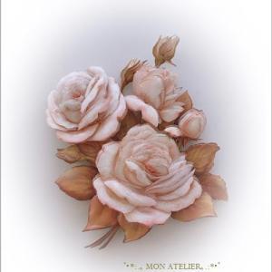 淡い薔薇が映えます
