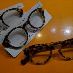 眼鏡フレームの模様の違いはぁ~