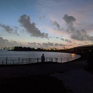 混沌とした世の中ですが 沖縄の空はいつものように輝いております