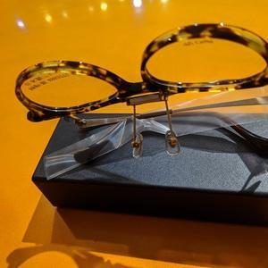 たまむら眼鏡の優れもの跳ね上げフレーム