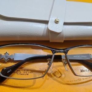 当店4本目の眼鏡は思い切ってイメージチェンジで