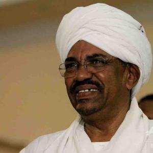 ダルフール紛争でスーダンのバシル元大統領がICCに引き渡し ダルフール紛争での人道の対する罪や戦争犯罪で訴追へ