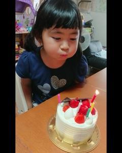 お誕生日のケーキ。