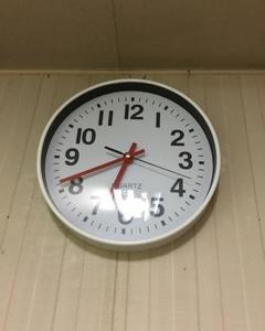 台所の掛時計。