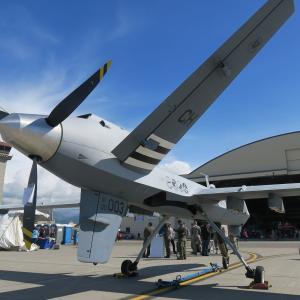 無人偵察攻撃機の護衛にF-22ラプターが飛んでいた!