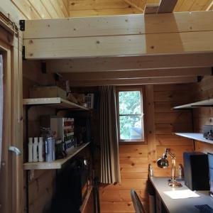 狭い書斎の有効利用 棚を設置しました