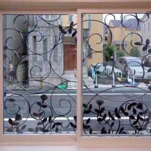 絵画のような窓辺へ
