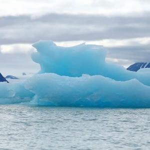 海氷巡りのクルーズ