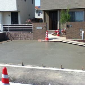 土間コンクリート打設状況・・・