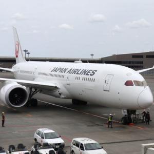 JALは、「ladies and gentlemen」の廃止を発表!