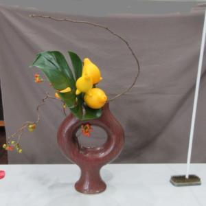 研究会のお花~変形花器で