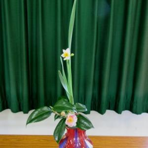木曜会でお勉強した花~家元小品花器で