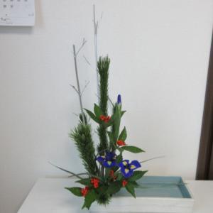 お稽古のお花~銀の竹を使って