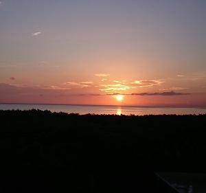 朝日と夕日が楽しめる宿。