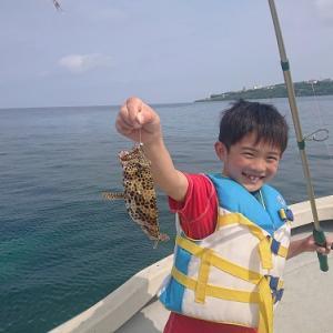 家族4名様で船釣りを楽しむ。