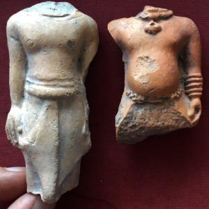 ドヴァーラヴァティー期 猿を連れた人物像