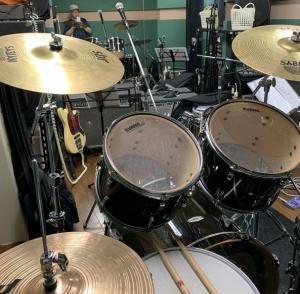 スタジオにて。