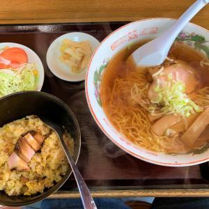 青森県深浦町  秘境グルメを求めて。加藤食堂のチャーハンセット。