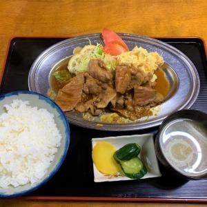 青森県むつ市 テッパンのしらかわ食堂で生姜焼き定食を頼む。