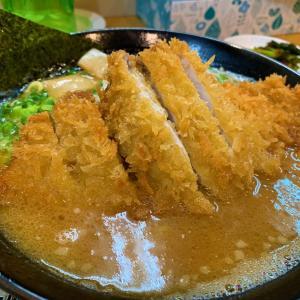 青森県佐井村 行列のできる人気店「ハナマルラーメン」で下北名物かつラーメンを食べる。