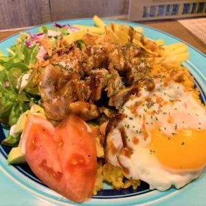 青森県むつ市 人気のおしゃれスポット、弘前屋でチキンオーバーライスとサンドイッチを。
