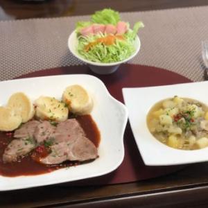 蒸し豚とクネードリキのなんちゃってチェコ料理☆CHICA貧乏