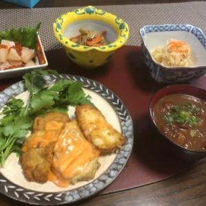 チキンピカタ マヨ&甜辣醤ソース・大根おろし入り赤だし味噌汁