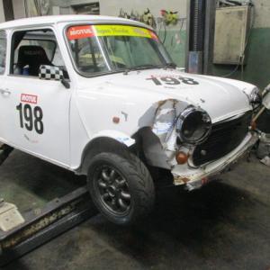 レーシングカーの修理(1)