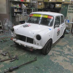 レーシングカーの修理(2)