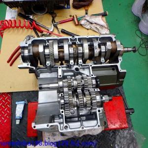 GS1207のエンジントラブル その6~クランクシャフト、ミッション、そしてクラッチ周りの組付け作業