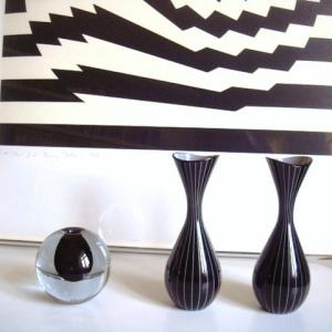 黒が基調のヴィンテージ ガラス一輪挿し花瓶 3点
