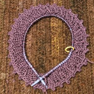 ネックから編む大人のニット アレンジ透かしヨークセーター編み始め