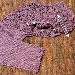 ネックから編む大人のニット アレンジ透かしヨークセーター 片袖編めました