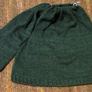 丸ヨークのプルオーバー 片袖編めました