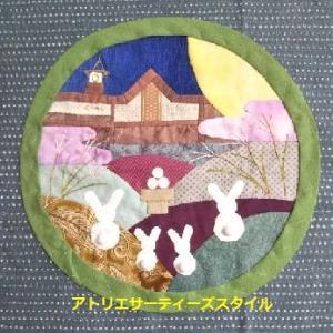 夢と現実の鎌倉駅タぺストリー