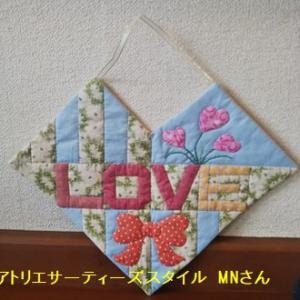 生徒さんラブハート作品と来年のお仕事用の布