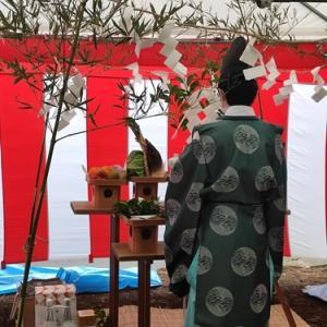 新しい住宅設計の立体最小限住居の地鎮祭が行われました。