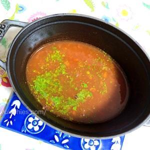 ドッグフードにかけるプレーンで簡単な美味しい手作りスープの作り方