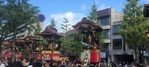 来たらキャッチし、それたら見守る…大津祭り