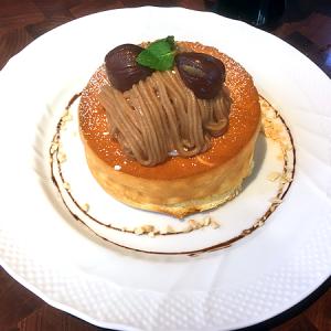 「星乃珈琲店」の秋恒例の人気者!「栗のスフレパンケーキ」
