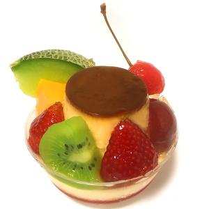 銀座三越「アンテノール銀座ブティック」 かためプリンと7種類のフルーツでレトロかわいい「ハイカラ プリンアラモード」