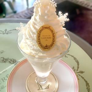 まるで白いクリスマスツリー!冬を連れてくるような「ラデュレ」の新作パフェ「ル・パルフェ・レーヴ・ブラン」