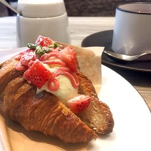 銀座三越4F「ボンボヌール」 バレンタインの催事会場限定だった「クロワッサンアイス」がカフェメニューに!