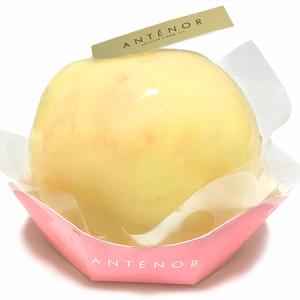 今年も登場!「アンテノール」大丸東京店 桃1個がまるまるドン!「まるごと桃ケーキ」