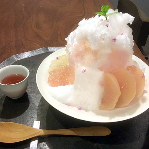 「銀座風月堂」 皮付き桃コンポートと特濃ヨーグルトで爽やかに楽しむ!夏季限定・桃のかき氷「花白桃」