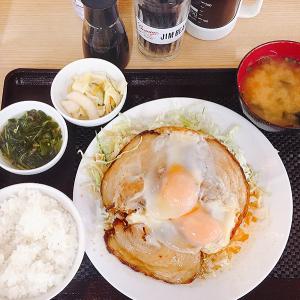 小田保 築地魚河岸店 築地定番朝ごはんのひとつ「チャーシューエッグ定食」