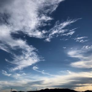 縁起が良さそうな気がした今朝の神戸の空