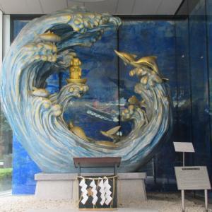 これは竜宮城のようなイメージ!気持ちよく鯛や飛び魚も泳いでいるね!