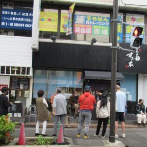 8月21日、鷺宮(中野区)から移転してきた人気店!平日の昼間でも20人以上並んでいましたよ!