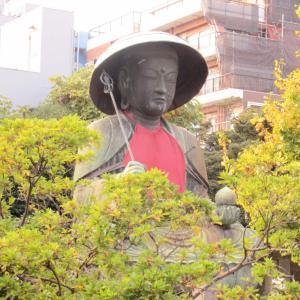 これも近くで見ると想像以上にでっかいね!江戸六地蔵尊(五番)銅像の一つ!